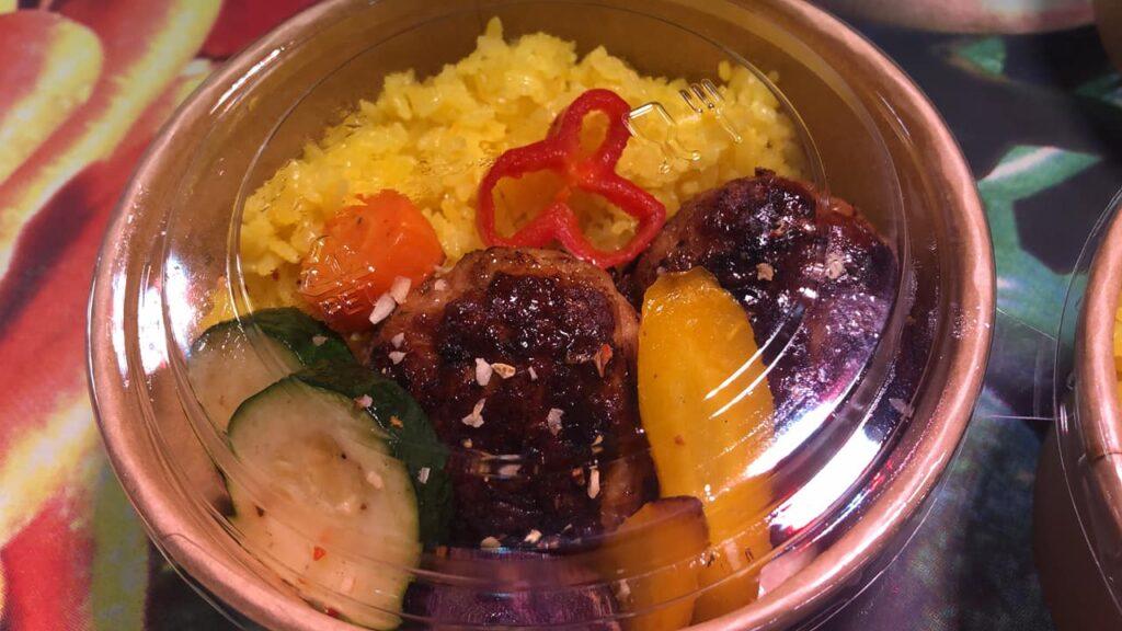お肉屋さんの大きなミートボール日替わり弁当 by 8ism
